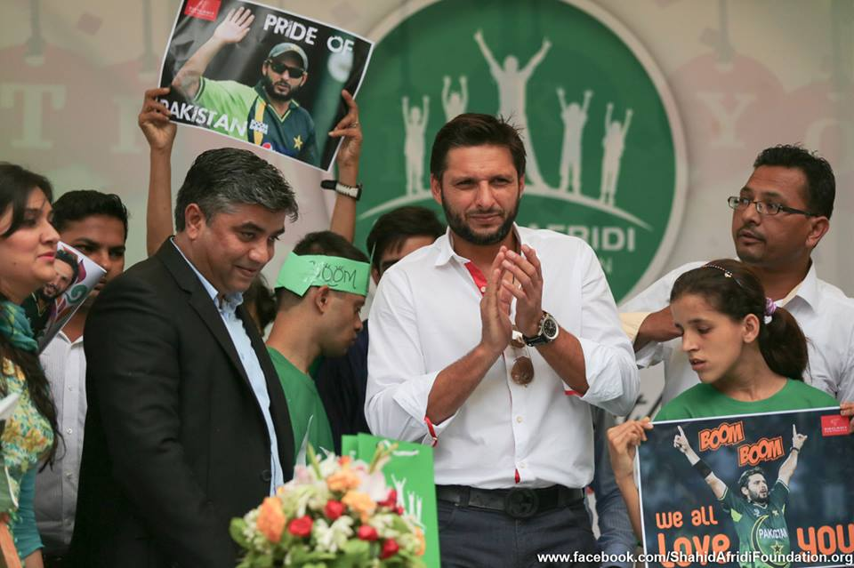 Shahid Afridi Visited Darul Sukun And Donate 20 Lacs