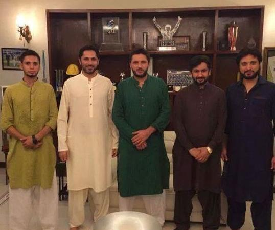 Shahid Afridi With Anchor Saleem Safi