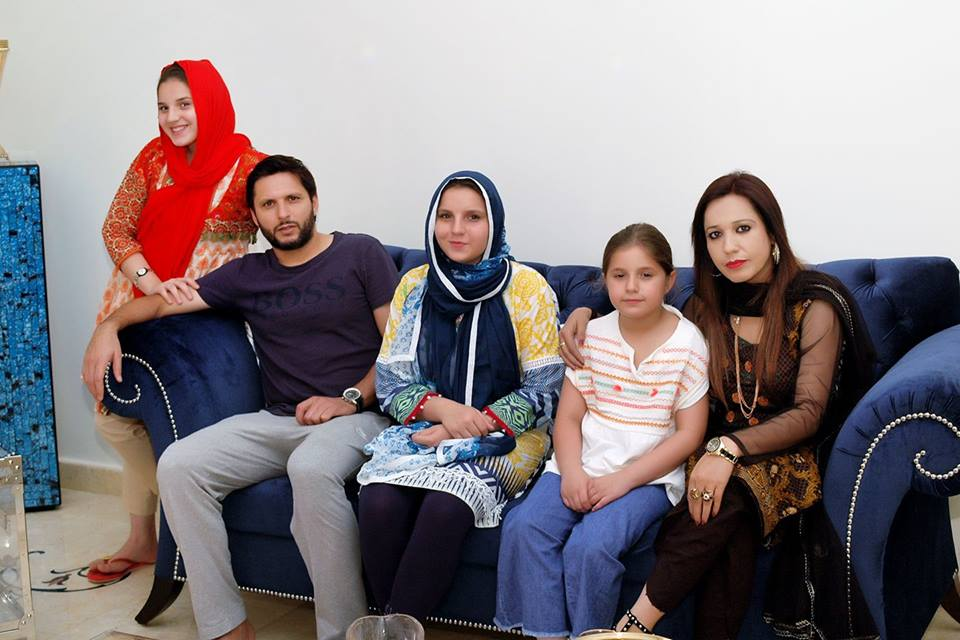 Shahid Afridi With Daughters During Interview With Ambreen Fatima