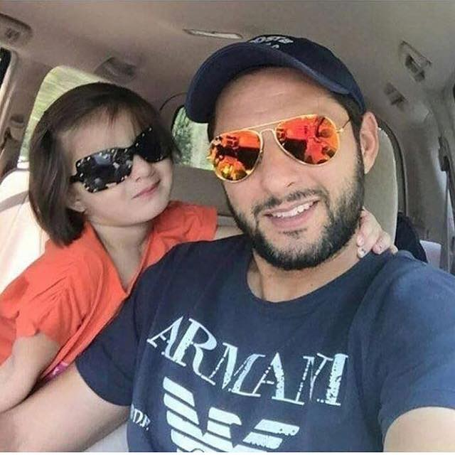 Shahid Afridi With His Cute Daughter