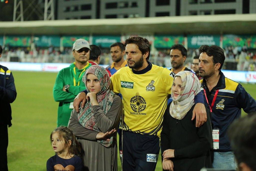 Shahid Khan Afridi With Daughters