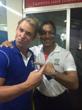 Shane Warne with Shoaib Akhtar during Pak Bangla WT20