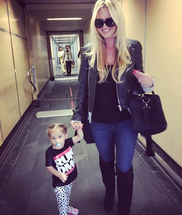 Shaniera Akram With Her Daughter Heading Off To PSL