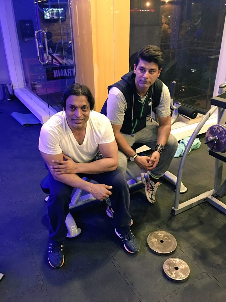 Shoaib Akhtar And Mohammad Wasim In Gym