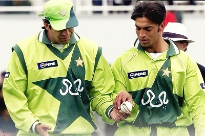 Shoaib Akhtar And Wasim Akram Hit Out At Easch Other