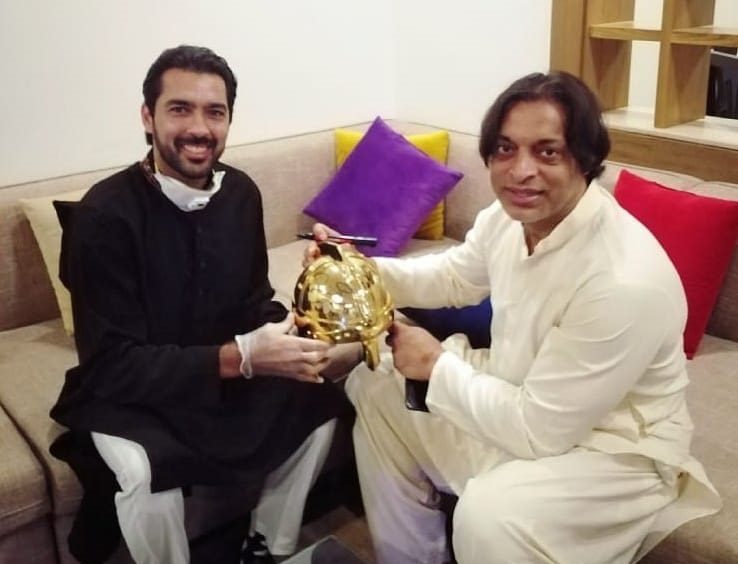 Shoaib Akhtar Donates His Helmet To Aisam Ul Haq Foundation, He Won It In IPL Representing Kolkata Knight Riders