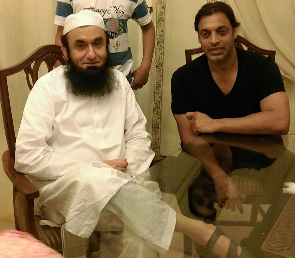 Shoaib Akhtar with Maulana Tariq Jameel