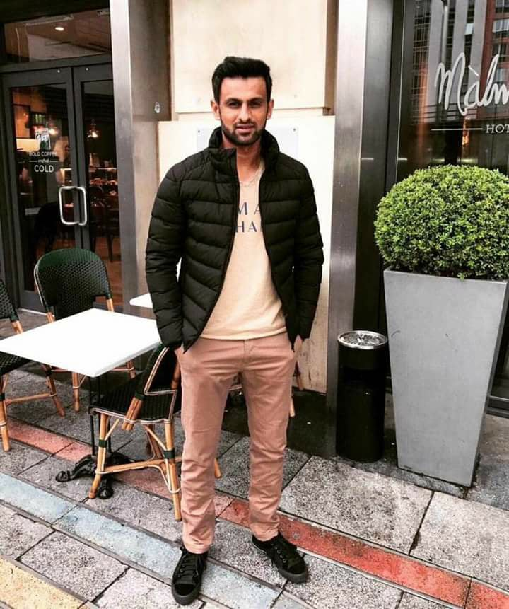 Shoaib Malik Enjoying In England