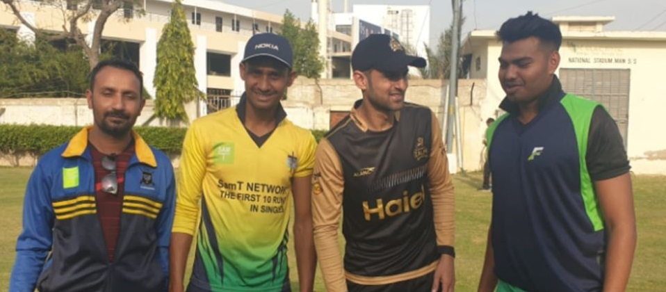 Shoaib Malik Meets His Fans After The Practice Session