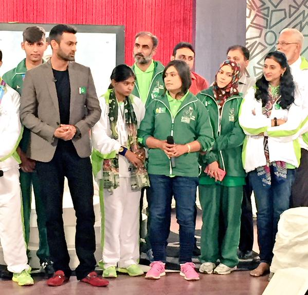 Shoaib Malik With Group Of Athletes And Coaches Of Special Olympics