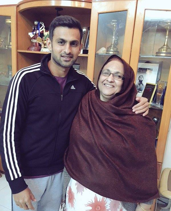 Shoaib Malik With His Mother On New Year