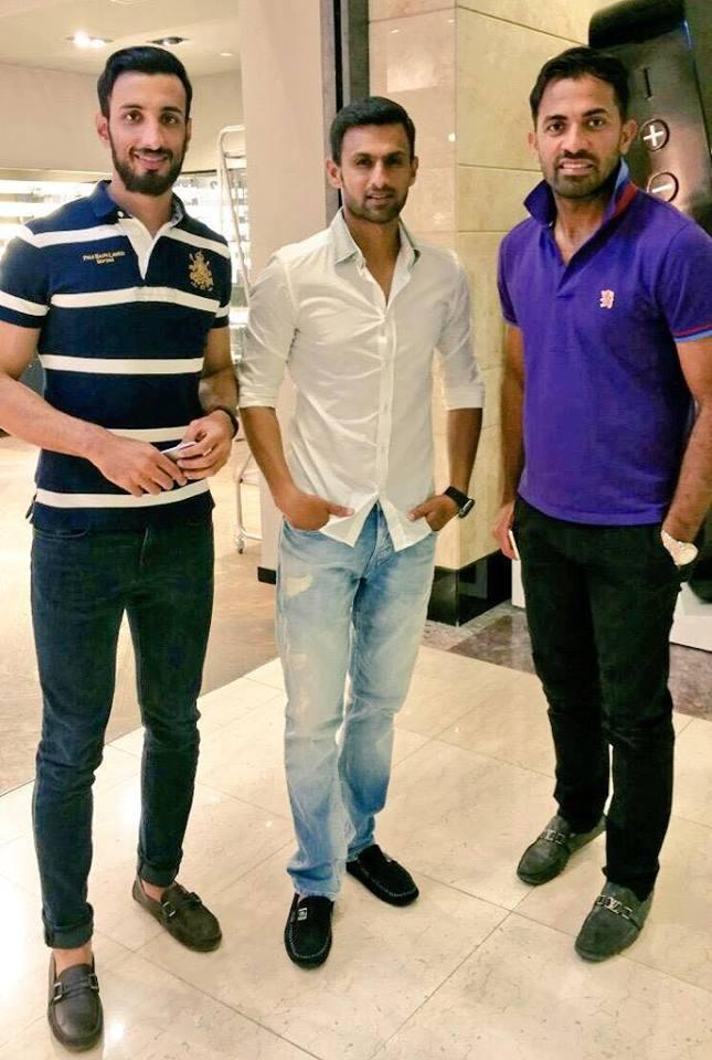 Shoaib Malik with Wahab Riaz & Shan Masood in Abu Dhabi