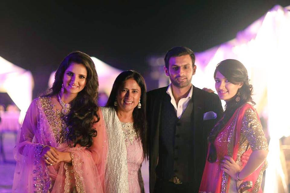 Shoaib With Sania, Sister in law And Mother in law