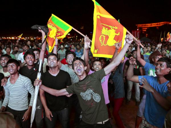 Sri lankans Fans celebrate on the streets of Colombo