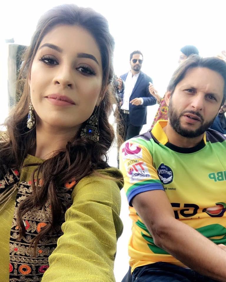 Sundas Khan With Shahid Afridi In T10 League