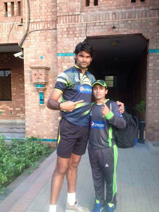 The Tallest & The Smallest Cricketer Of Pakistan