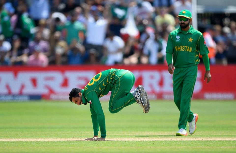 The Unintentional Wicket Celebration Of Junaid Khan