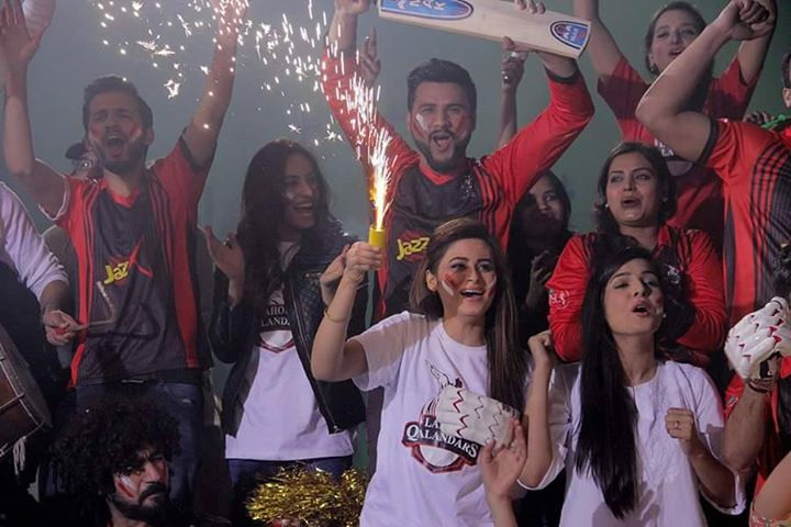 Tv Celebrities And The Supporters - Lahore Qalanders