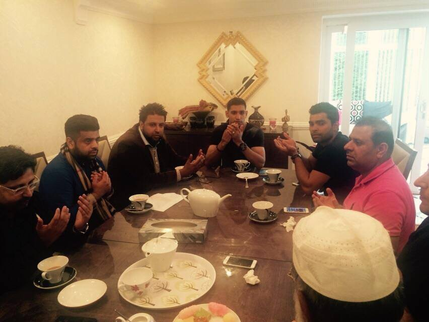 Umar Akmal Had Iftar With Amir Khan