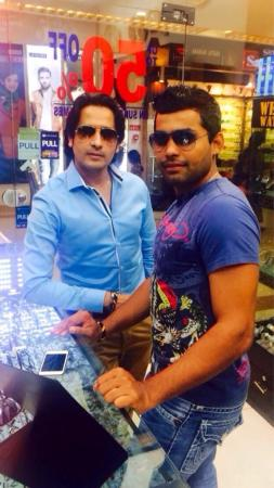Umar Akmal Spotted While Shopping