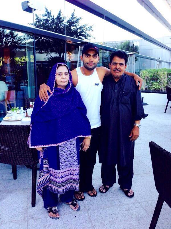 Umar Akmal With His Parents