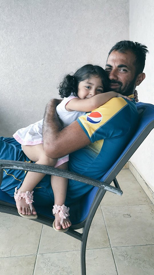 Wahab Riaz With His Cute Daughter