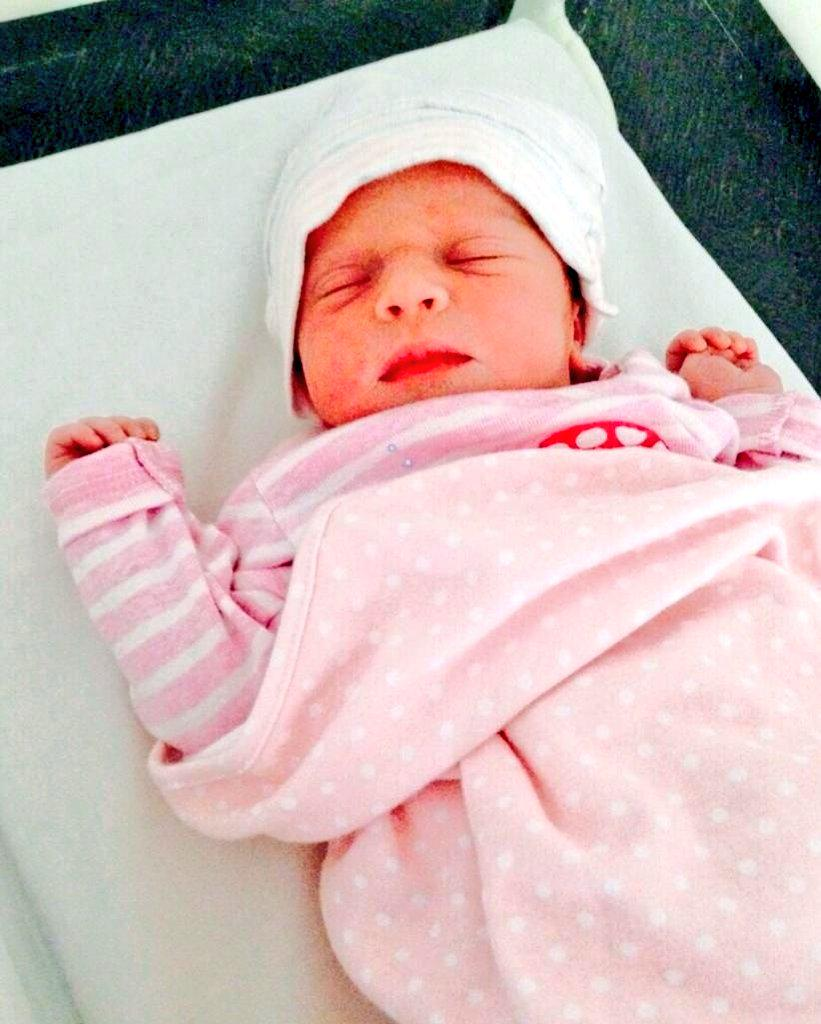 Wasim Akram And Shaniera Blessed With Baby Girl Aiyla Akram