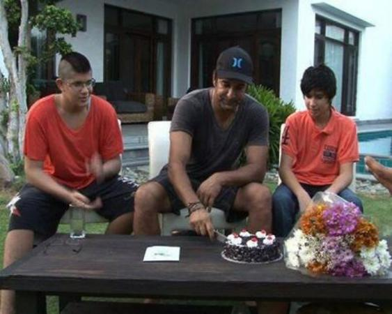Wasim Akram Celebrating His Birthday With Sons Taimur And Akbar