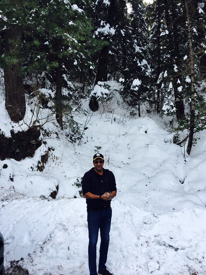 Wasim Akram Is Enjoying Snow In Pakistan