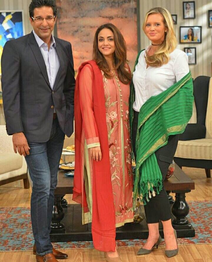 Wasim Akram With Shaniera Akram In Nadia Khan Show