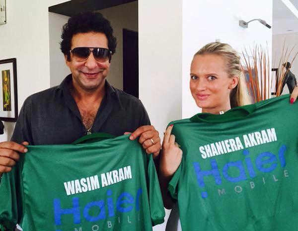Wasim Akram And Wife Shaniera Akram With Green Shirts