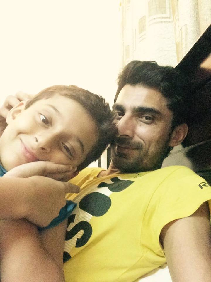 Yasir Hameed With His Son Ammar - Cricket-Yasir-Hameed-With-His-Son-Ammar-9577