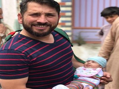 Yasir Shah Holding His Newly Born Daughter Zahra Shah