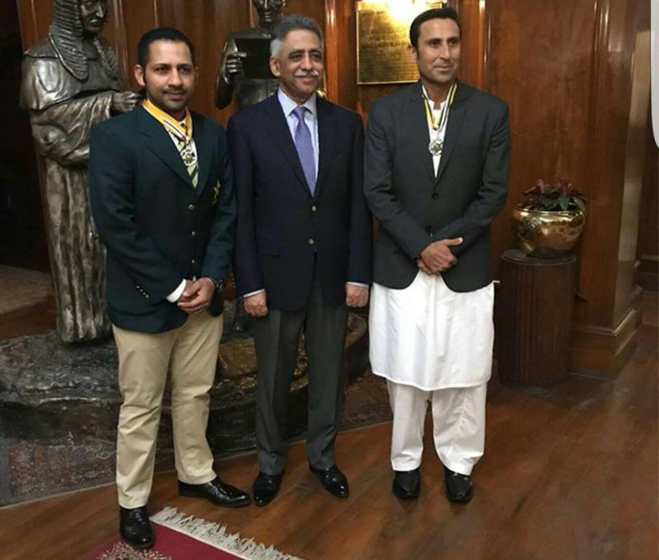 Younis Khan & Sarfaraz Ahmed After Being Awarded With Sitara E Imtiaz