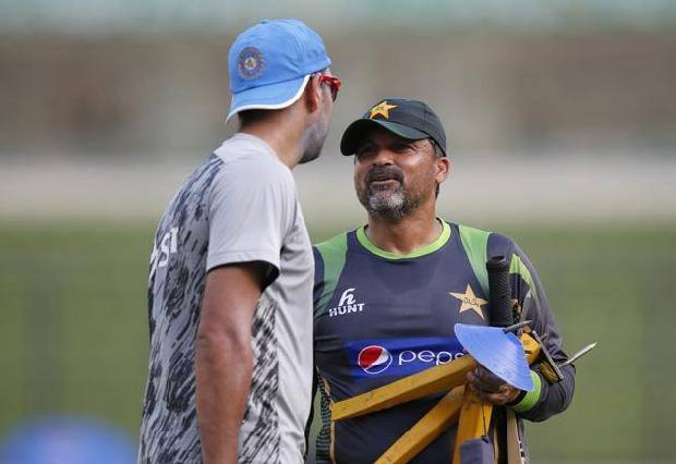 Yuvraj Taking Tips From Moin Khan