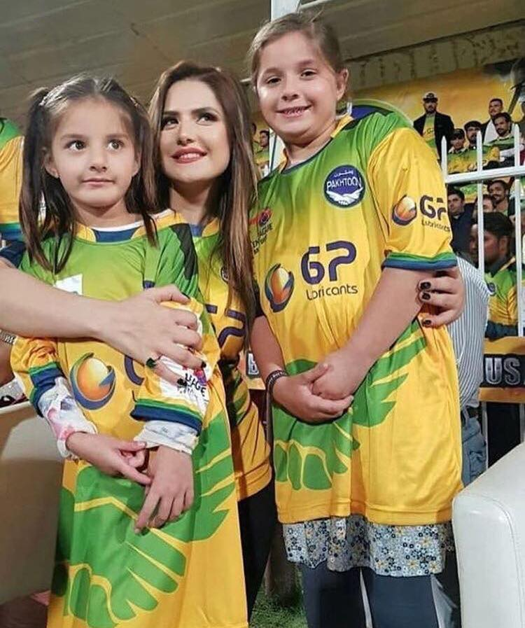 Zareen Khan With Shahid Afridi's Daughters