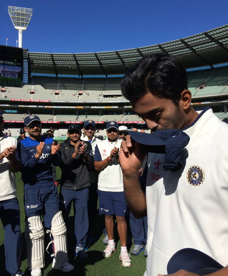 KL Rahul Receives His Test Cap From MS Dhoni Aus vs Ind 2014-15