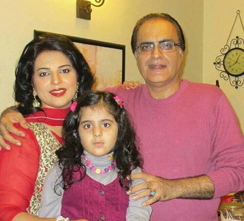 Mehmood Aslam‬ With His Wife & ‪Daughter‬