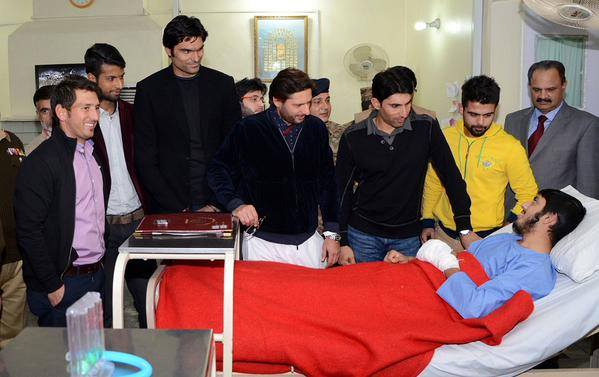 Pakistani Cricket Team Met With Injured Students Of APS