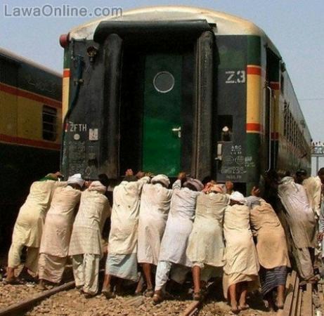 [Image: Funny-Pakistani-Railway-1054.jpg]