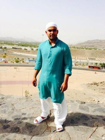 Umar Akmal At Saudia Arabia After Umrah