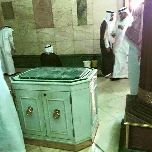 Picture Of Inside Khana Kaba