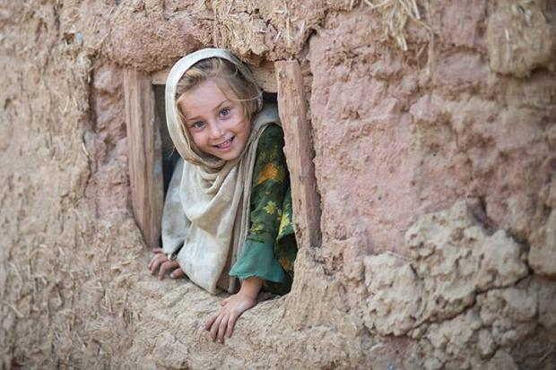 A Beautiful Pakistani Little girl - Living in a Mud Hut In a Small village