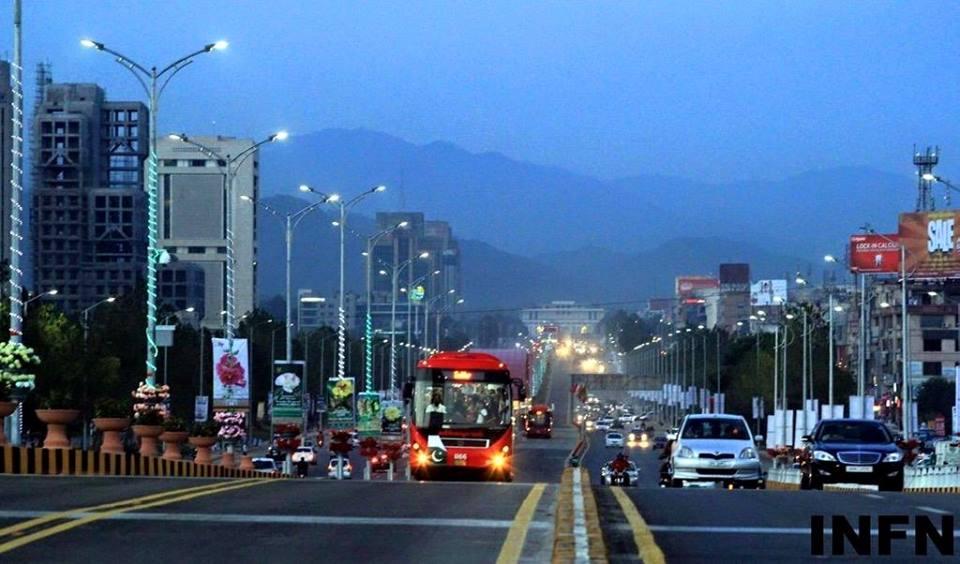 A Beautiful View Of Pakistan Metro Bus - Pakistan Images