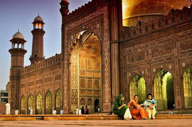 Beautiful View of Badshahi Mosque