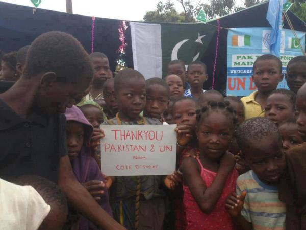 Children in Ivory Coast, Africa thanking Pakistan with Pakistani flag