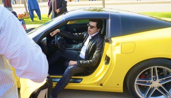 Faisal Vawda Reaches PSL Event In Yellow Sports Car