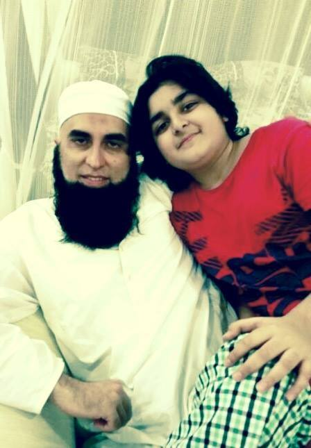 Junaid Jamshed With His Youngest Son Picture Viral On Net