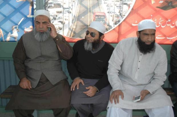 Mohammad Yousuf and Mushtaq Ahmed waiting for Metro Bus In Lahore