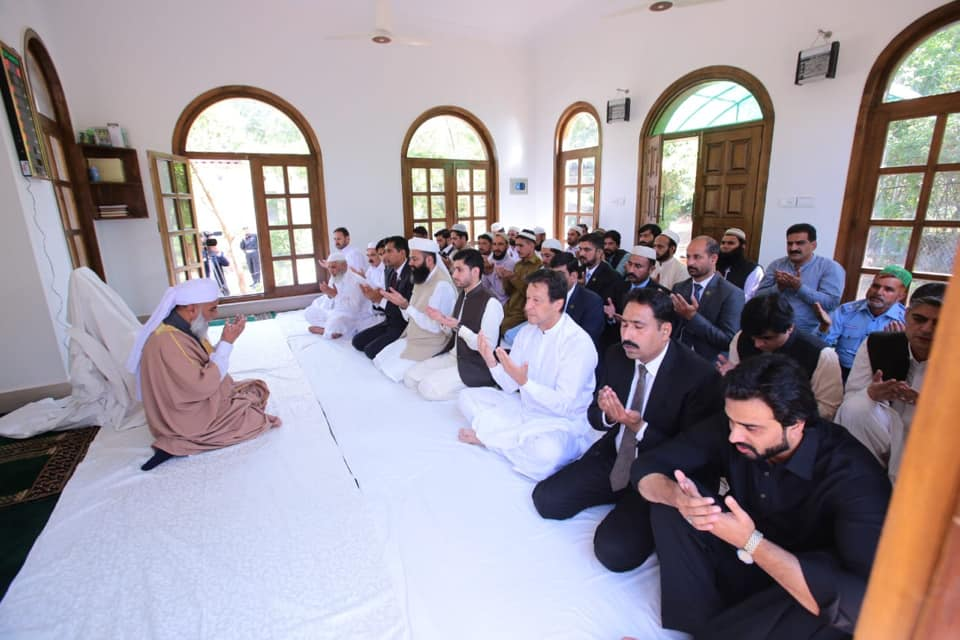 PM Imran Khan Offered Eid Prayers At Banigala